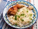 Рецепта Пилешки бутчета с ориз и магданоз на фурна